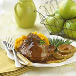 Pan-Fried Pork Chops with Maple-Sauteed Apples